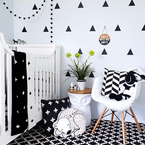 Trikotniki na steni